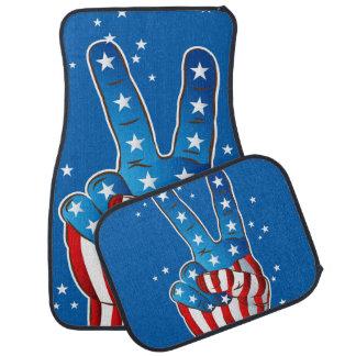 Dedos patrióticos de la mano de la victoria de alfombrilla de auto