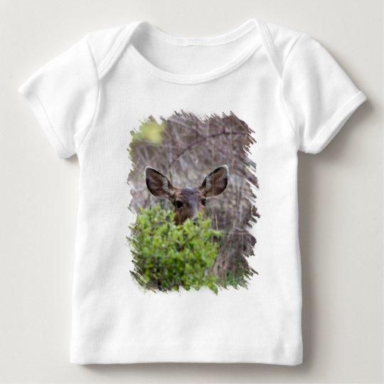 Deer hiding in bushes baby T-Shirt