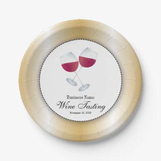 Degustación de vinos con el vidrio de vino rojo platos de papel