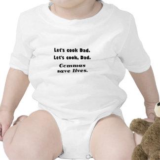 Deja al papá del cocinero que las comas ahorran traje de bebé