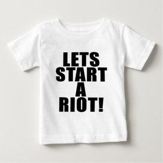 ¡Deja comienzo un alboroto! Tee Shirts