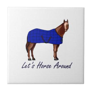 Deja el caballo alrededor de la manta azul de Brow Azulejo Cuadrado Pequeño