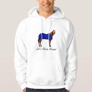 Deja el caballo alrededor de la manta azul de pulóver