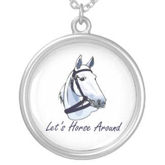 Deja el caballo alrededor del halter azul árabe colgante redondo