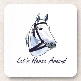 Deja el caballo alrededor del halter azul árabe posavasos de bebidas