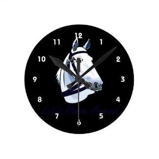 Deja el caballo alrededor del halter azul árabe reloj redondo mediano