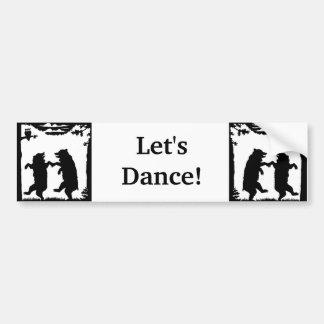 Deja osos negros de la danza en maderas debajo de pegatina para auto