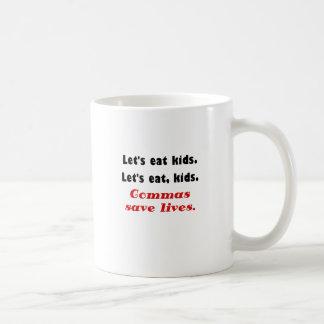 Deja para comer a niños que las comas ahorran taza de café