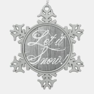 Dejáis le nevar en la madera gris rústica adorno de peltre en forma de copo de nieve