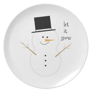 Dejáis le nevar platos de comidas