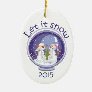 Dejáis le nevar snowglobe con el ornamento del día adorno ovalado de cerámica