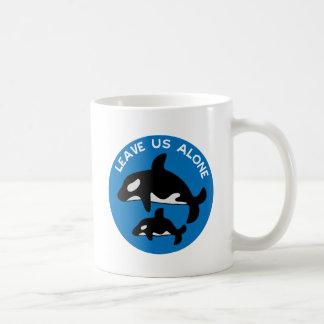 Deje el azul de la orca taza de café