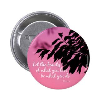 Deje la belleza de lo que usted ama la cita de pin redondo de 2 pulgadas