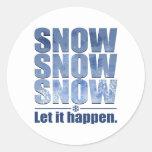 Deje la nieve suceder etiquetas redondas