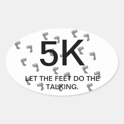 Deje los pies hacer la raza de los corredores que pegatina ovalada
