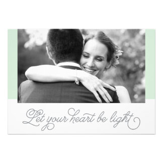 Deje su corazón ser recienes casados ligeros de la invitaciones personalizada