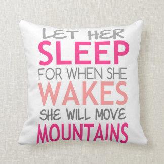 Deje su sueño. Ella moverá las montañas. rosas Cojin