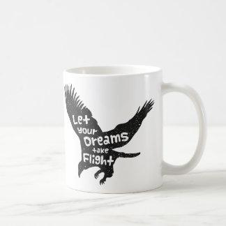 Deje sus sueños tomar a vuelo Eagle Grunge negro Taza Básica Blanca