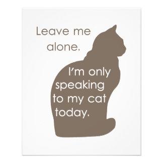 "Déjeme me solo están hablando solamente a mi gato  folleto 4.5"" x 5.6"""