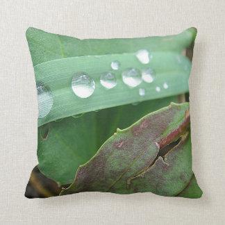 Dekokissen water drop on grass pillow