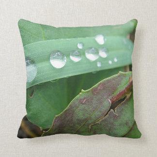 Dekokissen water drop on grass throw pillow