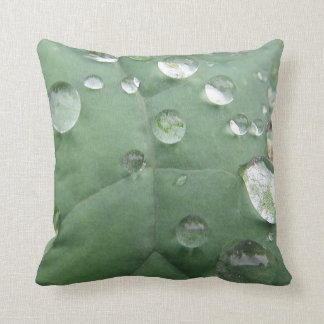 Dekokissen water drop on green-grey sheet throw pillow