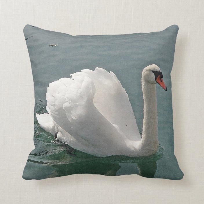 Dekokissen White Swan Throw Pillow Zazzle Com