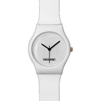 Del blanco logotipo hacia fuera reloj de mano