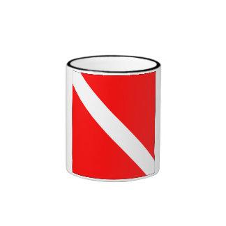 Del buceador bandera clásica abajo taza a dos colores