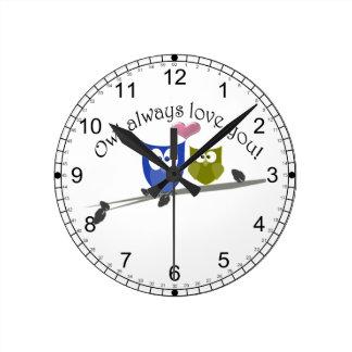 Del búho amor siempre usted, arte lindo de los búh reloj redondo mediano