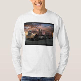"""Del """"camiseta larga de la manga camión del duelo"""" playera"""