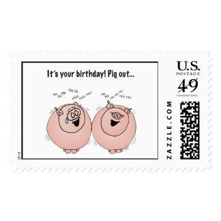 Del cerdo cumpleaños hacia fuera estampilla
