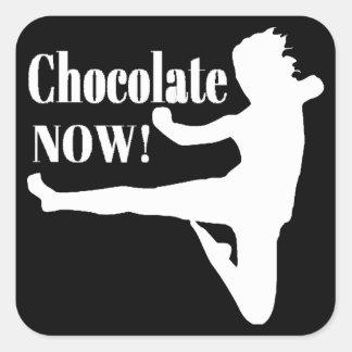 Del chocolate silueta blanca ahora - calcomanías cuadradass