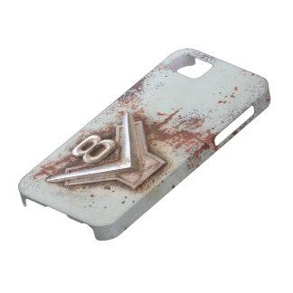 Del coche clásico: Vieja insignia oxidada de v8 en iPhone 5 Case-Mate Coberturas