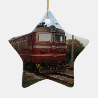 Del este - tren de mercancías europeo adorno navideño de cerámica en forma de estrella