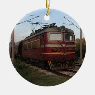 Del este - tren de mercancías europeo adorno navideño redondo de cerámica