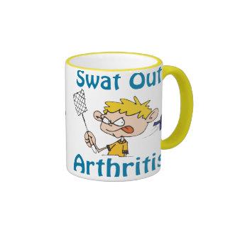 Del golpe violento taza de la artritis hacia fuera