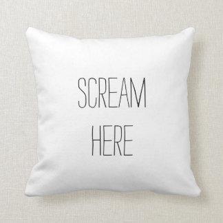 Del grito almohada divertida aquí cojín decorativo