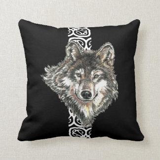Del lobo gris de la acuarela diseño salvaje del cojín decorativo