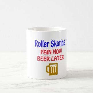 Del patinaje sobre ruedas del dolor cerveza ahora taza básica blanca
