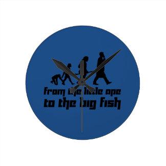 Del pequeño mono a los pescados grandes reloj redondo mediano