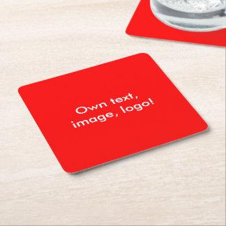 Del práctico de costa rojo de papel uni posavasos de cartón cuadrado