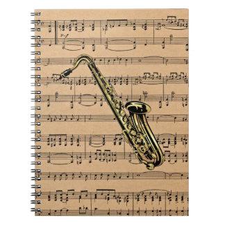 ~ del saxofón con el fondo de la partitura note book