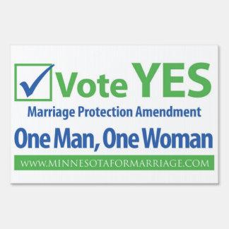 Del voto muestra de la yarda sí cartel
