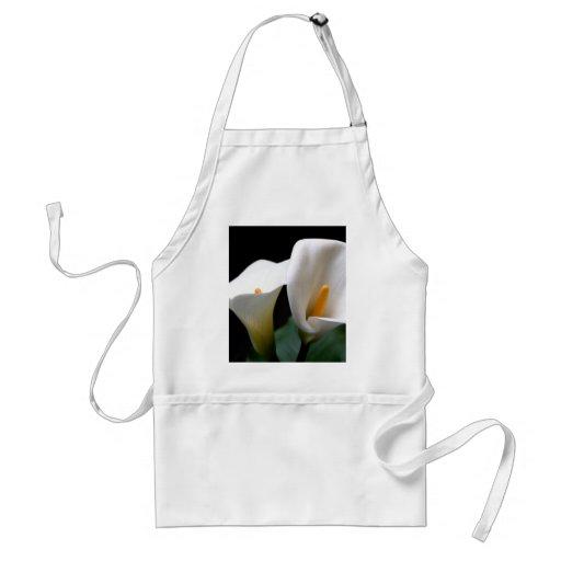 Delantal blanco de la flor de la cala