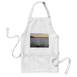 Delantal de la puesta del sol de la orilla del lag