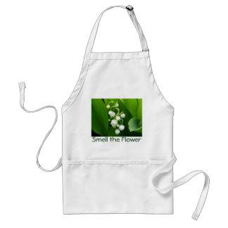 Delantal del lirio de los valles de la flor blanca