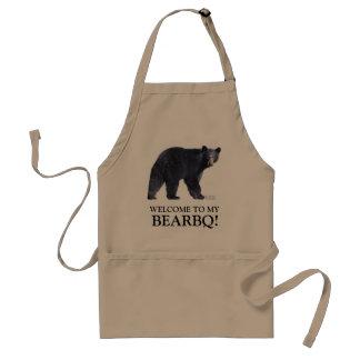 Delantal divertido de la barbacoa del oso negro