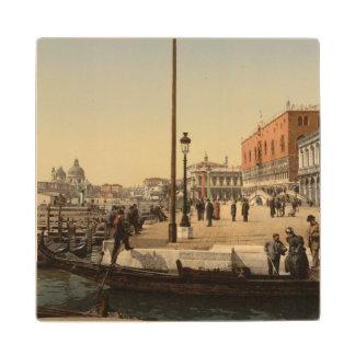 Delante del palacio del dux, Venecia, Italia Posavasos De Madera