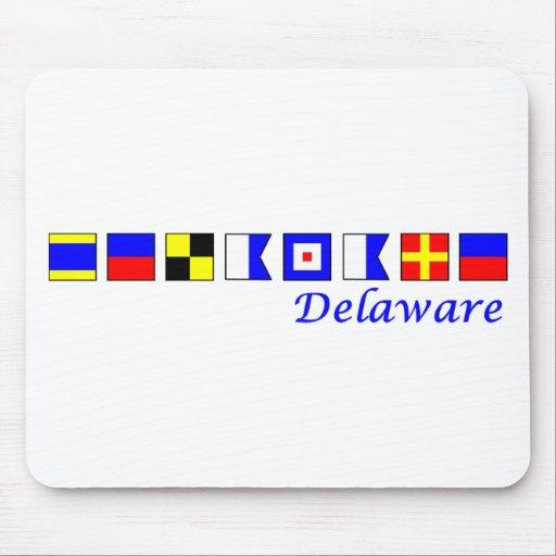 Delaware deletreó en alfabeto náutico de la bander tapete de ratón